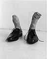 Sabina Baumann · earthboy, 2004, ungebrannter Ton, schwarze Schuhe, 31 x 32 x 30 cm