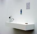 Blick ins «Badezimmer» der Parkett-Ausstellung, Kunsthaus Zürich, 2004/2005, Foto: Arthur Faust, © Kunsthaus Zürich