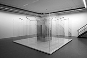 Yoko Ono · Amaze, 1971/2003, Installation, Plexiglas, Metall, Toilettenschüssel aus Porzellan und Holz, Holzboden, Collection of the artist