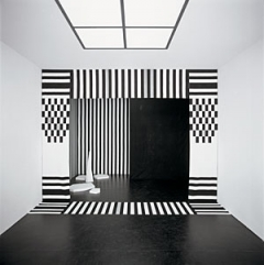 Matti Braun · The Alien, 2005, handkolorierte Stoffe, Beton, 279 x 368,5 x 330 cm, Foto: Bernhard Schaub, Courtesy BQ, Köln