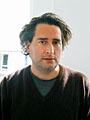 Oben: Gregory Crewdson (*1962 in Brooklyn/New York). Studium der Fotografie an der Yale University, New Haven; seit 1993 ebd. Teilzeit-Professor für Fotografie. Lebt und arbeitet in New York. Foto © Mara Bodis-Wollner