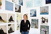 Laura Owens (*1970, in Euclid Ohio, USA), 1992 Studium an der Rhode Island Designschule, Providence, 1994 an der Skowhegan Schule für Malerei und Bildhauerei, Maine, und 1994 am Kalifornischen Kunstinstitut, Valencia. Die Künstlerin lebt und arbeitet in Los Angeles. Seit 1995 Ausstellungen in den USA und Europa. Foto: Courtesy Kunsthalle Zürich.