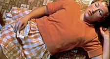 Cindy Sherman · Untitled # 96, from Centerfolds/Horizontals, 1981, Farbfotografie, Auflage: 10, 10,61 x 122 cm, Sammlung Olbricht, © Cindy Sherman