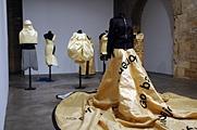 Alicia Framis · Anti-Dog-Robes, 2002?2003, Partages, capcMusé d?art contemporain, Bordeaux, © F. Delpech