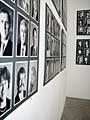 HANS-PETER FELDMANN · Bundesversammlung, 2003, Schwarzweiss Baryt Fotografien auf Karton, 19 Bögen à 62 x 82.5 cm, Ausstellungsansicht Galerie Francesca Pia, Bern, Copyright ProLitteris