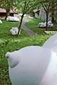 Milchstrasse, 2005, Installation im Garten des Museums für Kunst und Geschichte, Fribourg, Polyurethanweichschaum, Silikon, Betten; Foto: Cat Tuong Nguyen, Copyright für alle Aufnahmen ProLitteris Zürich