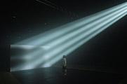Carsten Nicolai · fades, 2006, Installation in Lightproof Auditorium, Video Projektion (16:9 ratio) mist sprays sound, Grösse variabel, Courtesy Galerie Eigen + Art, Leipzig/Berlin, Foto: Uwe Walter, © ProLitteris, Zürich