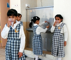 Marjetica Potrc · Al Shifa'Bint Al Haraeth Schule: Entsalzungsanlage mit Solarzellen, 2007, Courtesy Sharjah Biennale