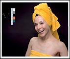 Christopher Williams · Kodak Three Point Reflection Guide, © 1968 Eastman Kodak Company, 1968, (Meiko laughing), Vancouver, B.C., 6. April 2005, C-Print, 50.8 x 61 cm, Privatsammlung Schweiz
