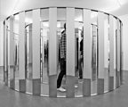 Jeppe Hein · Spiral Labyrinth I, 2006, Plaque de miroir poli, dibond, cadre metal/High polished mirror plate, aludibond, metal frame, 200 x 512 x 428 cm, Courtesy Johann König, Berlin