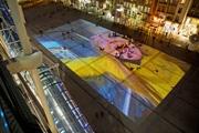 PIPILOTTI RIST · A la belle étoile/Unter freiem Himmel, 2007, Audiovideoinstallation, Projektion auf die Place Beaubourg, Centre Pompidou, Paris. Foto Georges Meguerditchian