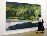 Peter Doig · Grand Riviere 2001/02, Ausstellungsansicht Musée d'art moderne de la ville de Paris. Foto: Sennewald