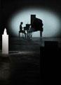 Zilla Leutenegger · «Piano» und «Kristalle», Videoprojektion mit Diskpiano und Kristallen aus Plexiglas