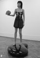 Liu Ding · A Girl holding a scull on a kidney, 2006/07, Mischtechnik. Courtesy Primo Marella Gallery, Milano/Bejing