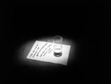 Nedko Solakov · Good News, Bad News, 1998, kleine Objekte, begleitet von guten und schlechten Nachrichten