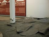 Kerstin Ergenzinger · Studie zur Sehnsucht, 2007; Hintergrund: Hamish Fulton, Water from the Mountains, 2007
