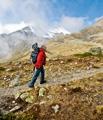 Arno Hassler mit seiner Panorama-Kamera auf dem Weg zur Cabanna Es'Cha.?Foto: Marco Volken