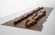 Goldberg Variationen (1955/1981), 2009, in Zusammenarbeit mit Jean-Lou Majerus, Nussbaum, 800 x 240 cm, Courtesy Serge Le Borgne, Paris.Foto: Jean-Lou Majerus