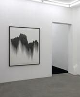 Franziska Furter · Draft IX, 2010, Bleistift auf Papier, 140 x 110 cm. Raumansicht Galerie Schleicher + Lange, Paris