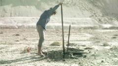 Sebastian Diaz Morales · The Way Between Two Points (Terra Incognita), 2009 (Videostill), 2-Kanal-Installation, HD, 18'. Courtesy carlier | gebauer