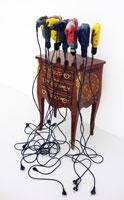 Delphine Reist · Etabli, 2009, Kommode, Bohrmaschinen, 111 x 86 x 87 cm