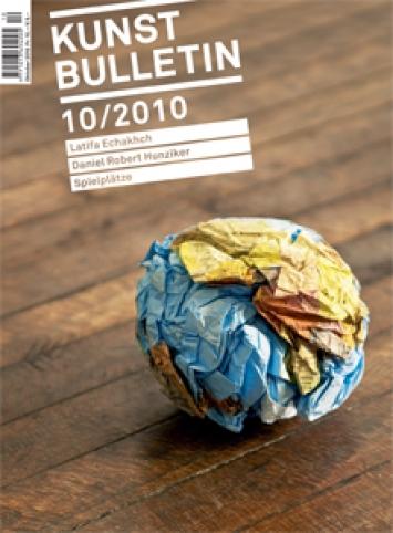 Latifa Echakhch, Globus (b), 2007, Papier, zerknüllter Siebdruck, 15 x 15 x 15 cm, Ausstellungsansicht, Swiss Institute, New York, 2009. Courtesy Kamel Mennour, Paris