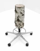 Andrea Branzi · Tabouret, 2007, Fuss Vitra von Georges Nelson und Sitz aus Birke, 18 x 65 x 79 cm. Courtesy Galerie Kreo. Foto: Fabrice Gousset