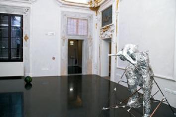Alis/Filliol · Ritratto di fantasma n° 1, 2010.Alluminio, rame e ferro, 230x180x150 cmSfera pensante,2010.Plastilina, diametro40 cm
