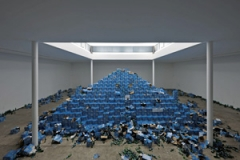 Cyprien Gaillard · The Recovery of Discovery, 2011, Pappe, Glas, Metall, Bier, ca. 12 x 8 x 4,25 m. Foto: Josephine Walter