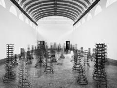 Bethan Huws · Forest, 2008-2009, 88 Flaschentrockner und Neon, Ausstellungsansicht © ProLitteris. Courtesy Yvon Lambert, Paris/New York. Foto: André Morin