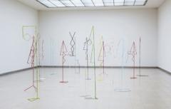 Les Figures Autonomes, 2011, Eisen, Farbe, variable Dimensionen, Kunsthaus Glarus. Foto: David Aebi