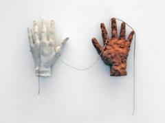 Push and Pull, 2011, Keramik, Seil, 31 x 34 x 3 cm. Foto: Alexander Hana