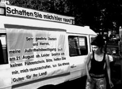 Öffentliche Abschiebung, 2007, Helvetiaplatz, Zürich. Videostill: Emma Nilsson