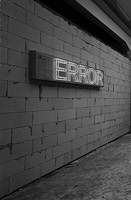 Kendel Geers · T:error, 2003, neon sign, 40 x 250 x 14 cm, Courtesy Galleria Continua