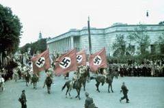 Umzug zum Tag der deutschen Kunst vor dem Haus der Deutschen Kunst, 1939. Foto: Vladimir Efimov
