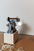Space-Length Thought, 2012, 16-mm-Film, Projektor, Schreibmaschine