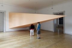 Pipilotti Rist · Eine Spitze in den Westen - ein Blick in den Osten, 1992/1999, Audio-Video-Installation, Holz, Aluminium, Farben, Ursula Hauser Collection