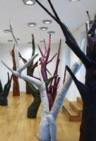 Reto Leibundgut · Ohne Titel, 2012, Rauminstallation, Leder, Polster, Holz, Leuchten