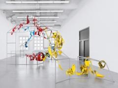 Mariana Castillo Deball · Unconfortable Objects, 2012, Metallstruktur, Pappmâché, Laser-Drucke und Aluminiumdraht, Ausstellungsansicht Museum Haus Konstruktiv. Foto: Stefan Altenburger