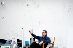 Markus Raetz in seinem Atelier in Bern, 2011© ProLitteris. Foto: Alexander Jaquemet