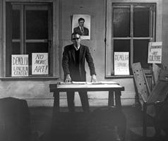 Henry Flynt · Lecture im Loft von Walter de Maria, 1963, New York. Foto: Diane Wakoski