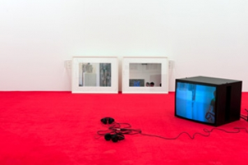 Tobias Kaspar · Bodies in the Backdrop, 2012, Ausstellungsansicht, Courtesy Galerie Peter Kilchmann, Zürich