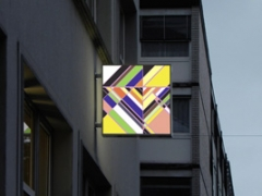 Sarah Morris · Danuza Leão [Rio], 2013, Duratrans auf Lichtkasten, 100x110x15 cm. Foto: Simon Lamunière