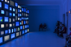 Susan Hiller · Channels, 2013, Ausstellungsansicht Centre d'art contemporain la synagogue de Delme, Courtesy Timothy Taylor Gallery und Matt's Gallery, London. Foto: OHDancy