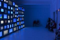 Susan Hiller · Channels, 2013, Ausstellungsansicht Centre d'art contemporain lasynagogue de Delme, Courtesy Timothy TaylorGallery und Matt's Gallery, London. Foto: OHDancy