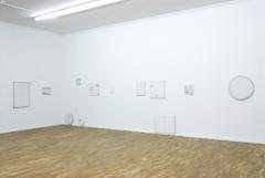 Karin Sander · Mailed Paintings, ab 2006, Installationsansicht Museum für Gegenwartskunst Siegen ©ProLitteris. Foto: Sabine Reitmaier