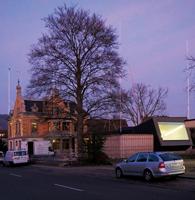 Yves Netzhammer · Das Instrument des Horizontes/Die Partitur der Blicke, 2013, Bauvisiere, Vogel, Tüte, Texte, Baugesuch, Aluminium, Farbe, Folie, Kunst-am-Bau-Projekt, Raiffeisenbank Untersee-Rhein, Diessenhofen