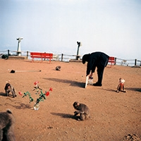 When I went to the Monkey Mountain in Kyoto, I learned that sometimes, one of the monkeys picks up pieces of broken glass and stare at them. I decided to hold an exhibition for the monkeys. Kyoto, 1992Gift: Exhibition for the Monkeys, 1992, Cibachrome auf Aluminium, gerahmt, 70x70cm, und Text, gerahmt, 32,9x26x3cm, Courtesy Air de Paris, Paris