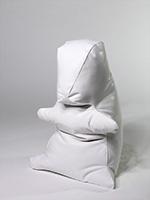 Klaudia Schifferle · Mungg, 2013, keramische Giessmasse auf Phosphatebene, Unikatguss, 31x22x20cm ©ProLitteris
