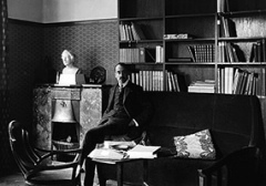 Henry van de Velde, in seinem Arbeitszimmer im Haus Hohe Pappeln in Weimar, 1907/08 ©ProLitteris. Foto: Klassik Stiftung Weimar